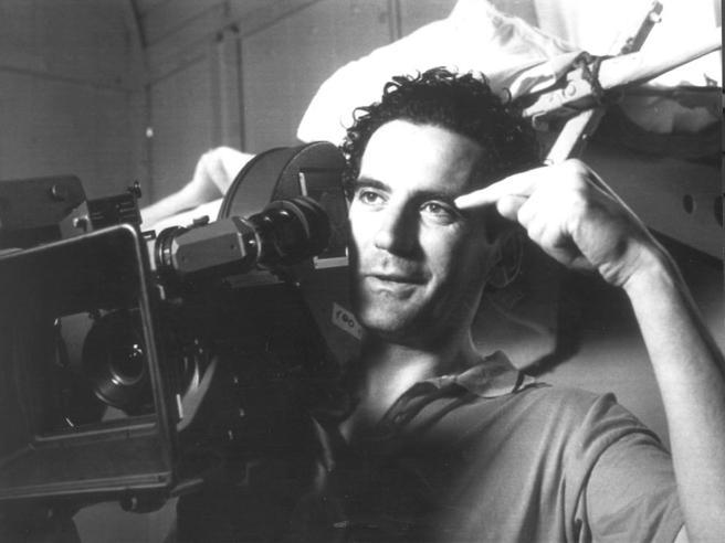 Massimo Troisi e l'amore, dal sodalizio artistico con Anna Pavignano a quando insegnò a fare il caffè a Clarissa Burt