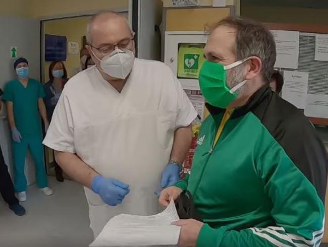 Coronavirus, nominato Cavaliere il prof malato che continuò a insegnare dal letto d'ospedale
