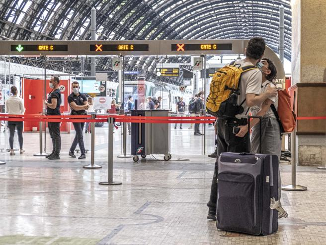 Viaggio sul treno che riunisce l'Italia: «Ora fateci solo r