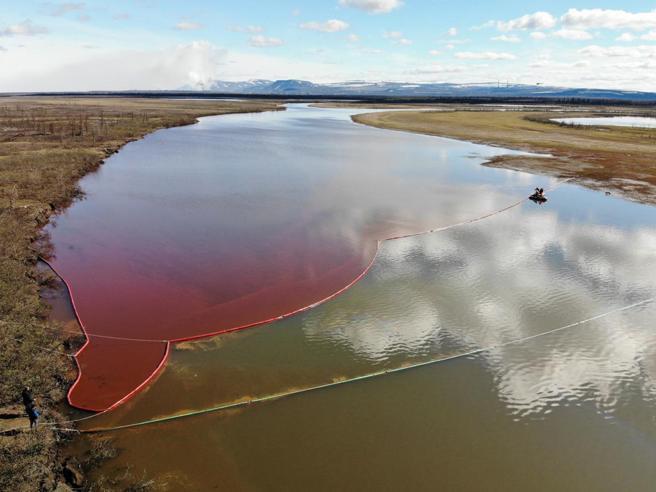 Russia, disastro ambientale oltre il circolo polare artico: 20 mila tonnellate di diesel nel fiume