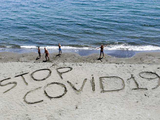 Coronavirus e spiagge, le raccomandazioni dell'Iss: distanza