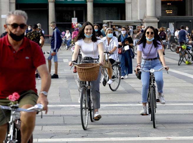 Bonus bici e monopattino, vendite raddoppiate. Allo studio i