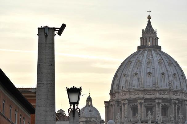 Vaticano, lo scandalo del palazzo. A monsignor Alberto Perlasca sequestrati conti in Svizzera