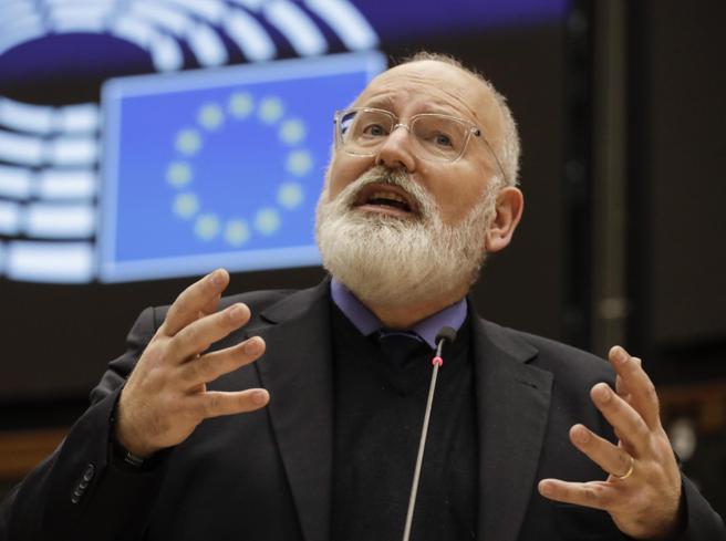 Timmermans all'Italia: «Potete usare i fondi Ue per salvare