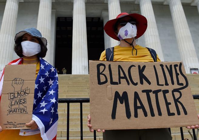 Washington, la grande marcia per Floyd: mille cortei verso l
