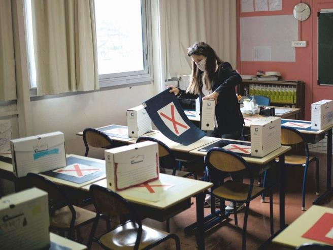 Scuola, tanti nodi e un traguardo: gli studenti in classe