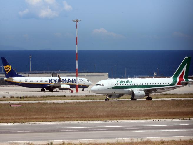 Aerei, Ryanair domina in Italia: 40 milioni di passeggeri (il doppio di Alitalia)