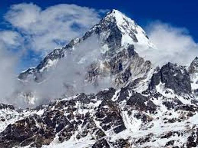 Alpinismo, 70 anni di Ottomila: dai pionieri ai turisti, una lunga storia di imprese, politica, drammi e maledizioni