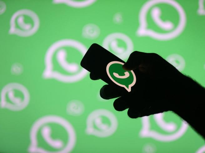 WhatsApp, problema privacy: i numeri di 300 mila utenti finiscono su Google