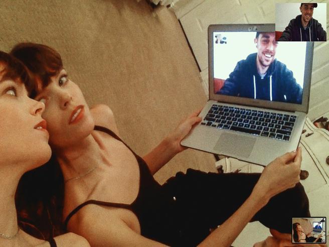 Scattare foto con FaceTime: Alessio Albi, il fotografo che ha inventato una nuova tecnica durante il lockdown