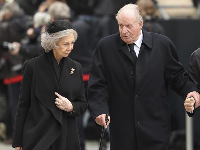 Spagna, riaperte le indagini su Juan Carlos: frode fiscale e riciclaggio   per l'alta velocità in Arabia Saudita