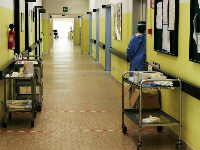 Casalpusterlengo, un intero ospedale per soli 5 pazienti: il flop del «Covid hotel»