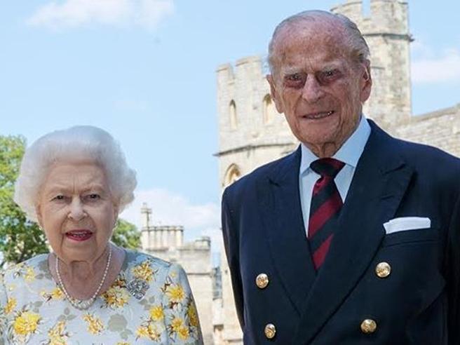 Il principe Filippo compie 99 anni: ecco la foto con la regina Elisabetta