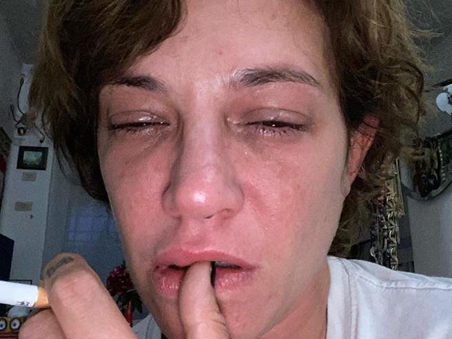 Asia Argento in lacrime per Anthony Bourdain morto due anni fa: «Ecco il dolore»