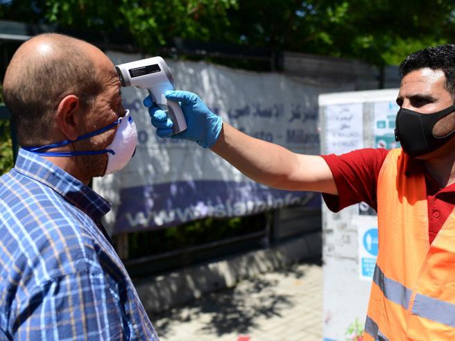 Coronavirus, chi sono i nuovi contagiati: «Più giovani e meno gravi»