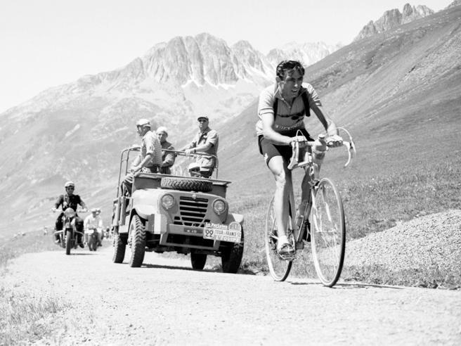 Fausto Coppi vinse 80 anni fa il primo Giro d'Italia: aveva 20 anni (è ancora il più giovane trionfatore di sempre)