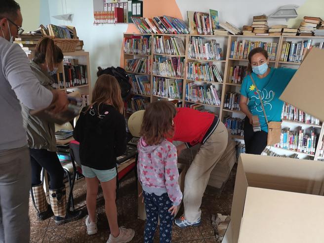 Cascata di fangoGli adolescentisalvano i libridella biblioteca