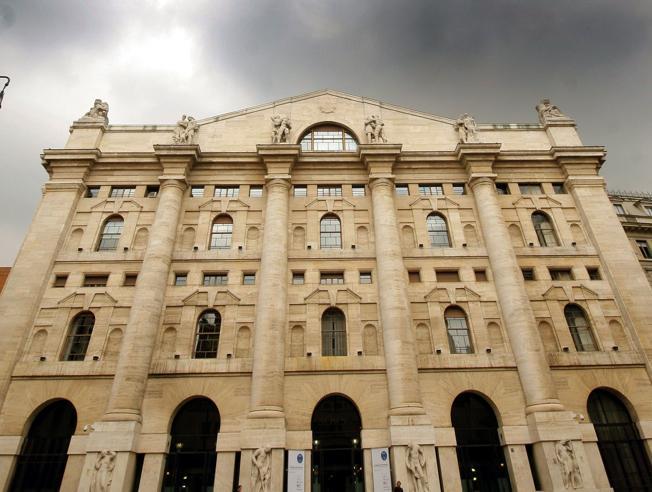 Borsa: Milano accelera, +3%, corre Mediobanca