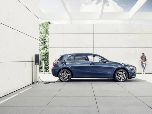Mercedes A250 e, l'ibrida plug-in Ideale per un noleggio «no problem»