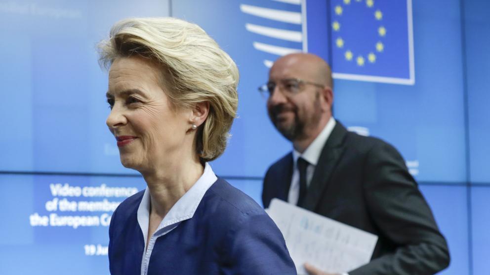 La presidente della Commissione europea, Ursula von der Leyen, e il presidente del Consiglio Europeo, Charles Michel (Ap)