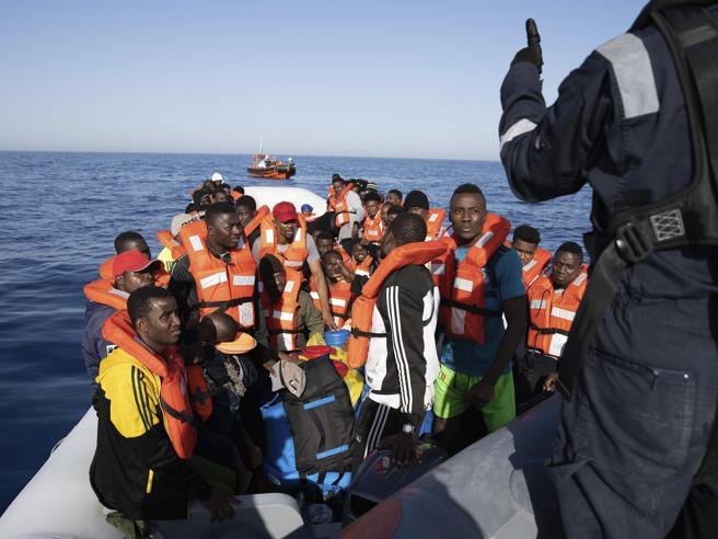 Coronavirus, 28 migranti della Sea Wacht positivi. Il Viminale: garantita la sicurezza del Paese