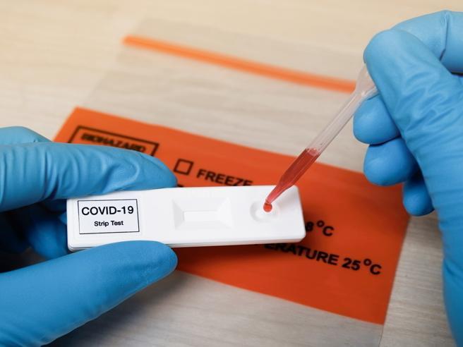 Gli anticorpi prodotti dai guariti diminuiscono in tre mesi