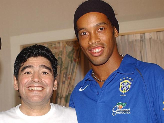 Ronaldinho (appena uscito dal carcere) potrebbe tornare a giocare nel Gimnasia di Maradona