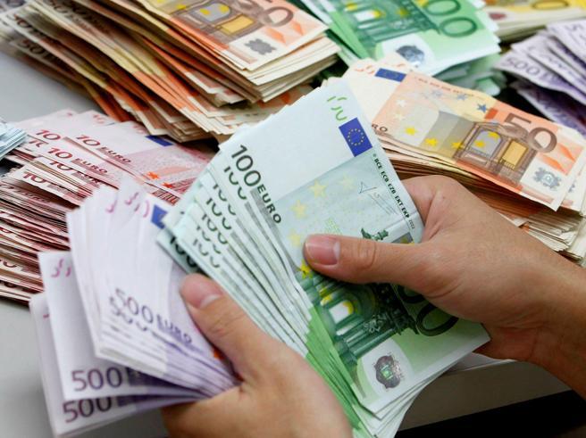 Stipendi (più alti), obbligo pos, bonus vacanze, contanti: cosa cambia da oggiPagare le imprese col bancomat conviene