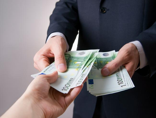 Pagamento in contanti, dal 1° luglio  tetto a 2 mila euro. Anche tra familiari