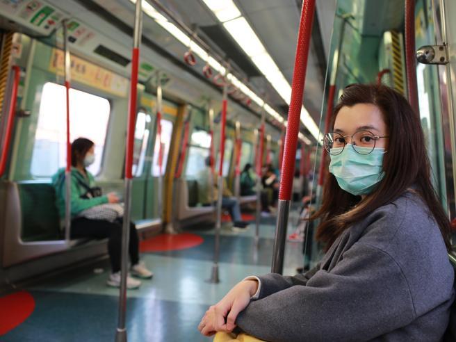 Coronavirus, in Brasile meno della metà della popolazione indossa (bene) la mascherina