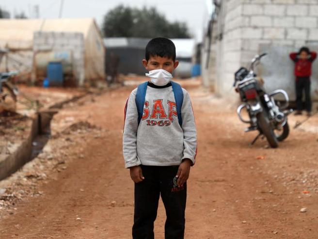 Libano, i rifugiati siriani stretti tra l'emergenza Covid-19, la crisi economica e i rimpatri forzati