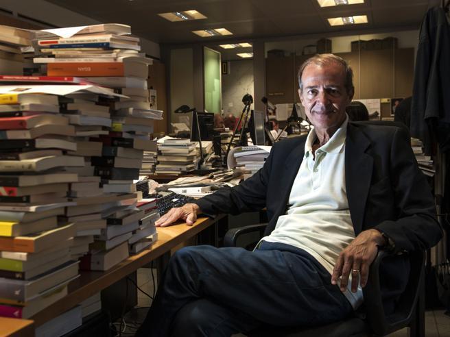 Roberto Costantini: il nuovo libro «Anche le pulci prendono la tosse»