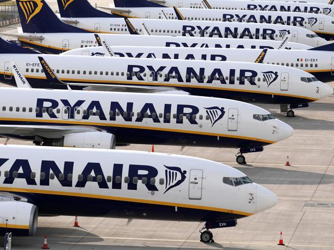 Stop al bagaglio a mano, l'ad di Ryanair: «È una follia, così aumentano  i contagi»
