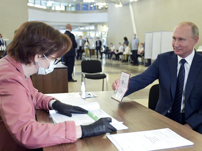 Russia, stop a 7 giorni di referendum: Putin punta alla vittoria con il 70%