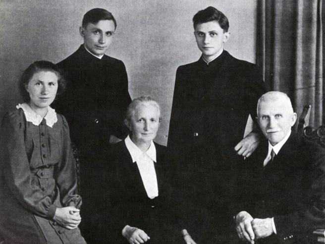 Morto Georg Ratzinger, dalla guerra alla vocazione: «Amo la musica, con Joseph cantavamo in famiglia»
