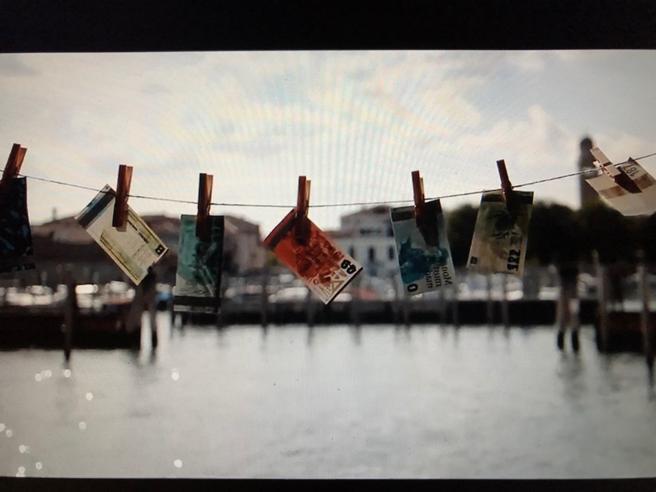 Otto banconote false (ma d'artista) «Venezia si salva con la cultura»