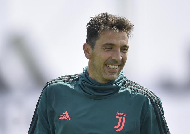Gigi Buffon tornerà a scuola: «Finirò il quinto anno, i miei me lo chiedono da 30 anni»