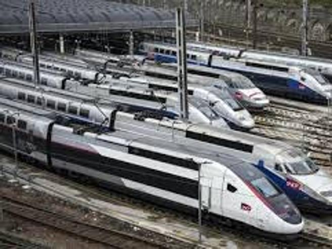 Vacanze ma non solo: treno o aereo? «Il futuro green viaggia sui binari»