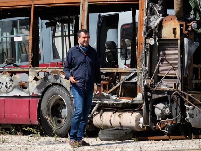 Salvini attacca,Raggi ingaggiaun nuovo capo