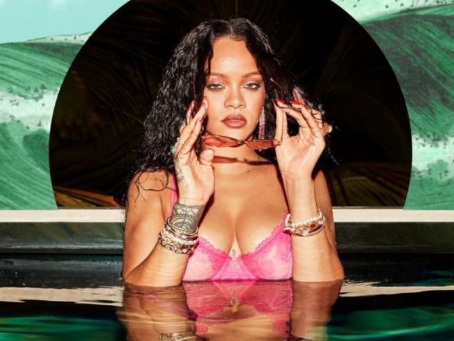 Rihanna arruola 4 fan come modelle per l'ultima campagna di «Savage X Fenty»