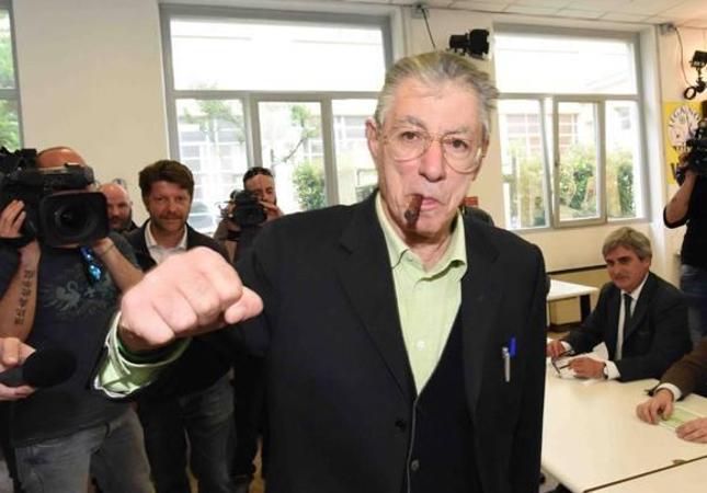 Umberto Bossi ricoverato in ospedale  per accertamenti