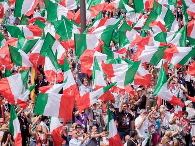 Il centrodestra in piazza a Roma. Il sospetto: Berlusconi aiuterà il governo