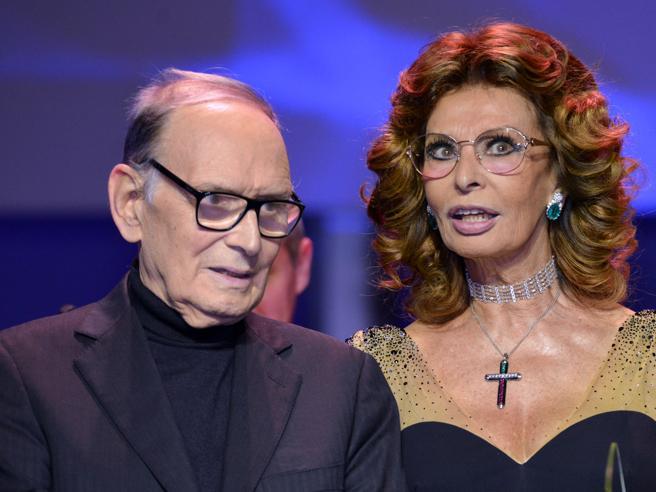 Sophia Loren e il pianto sconsolato per Morricone: «Sto rima