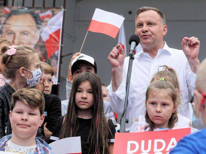 Voto in Polonia, la tv pubblica tifa per Duda