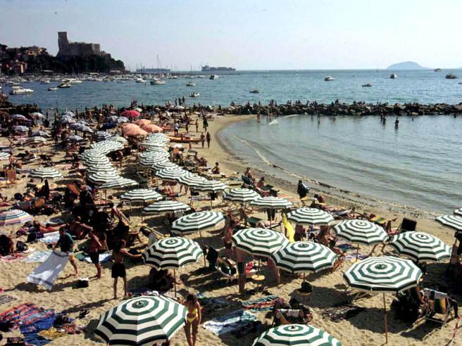 Concessioni balneari, quelle spiagge da sogno a 520 euro fin