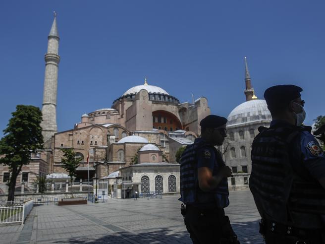 Turchia, Santa Sofia diventa moschea I giudici annullano il decreto Atatürk
