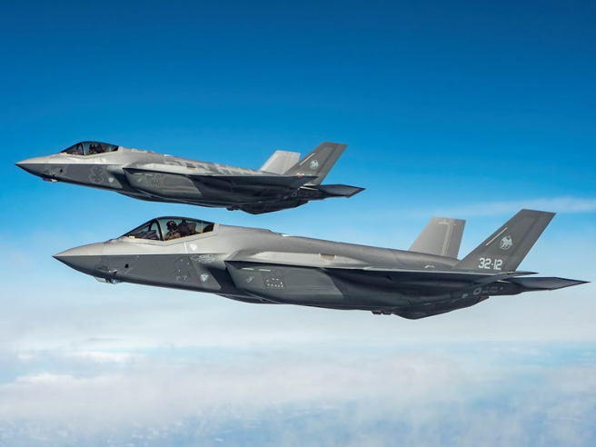 Aerei russi sconfinano in Islanda: scatta l'intervento degli F-35 italiani