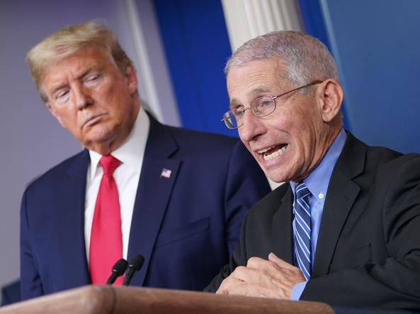 Anthony Fauci e il presidente Donald Trump (Afp)