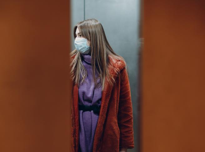 Da un viaggio in ascensore una catena di 71 casi