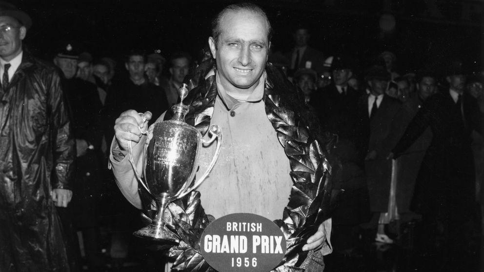 18 settembre 1956: Juan Manuel Fangio sul podio dl GP di Silverstone (Getty Images)